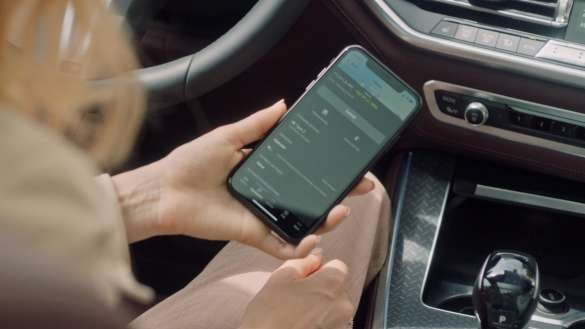 BMW 5er Limousine Connected Charging